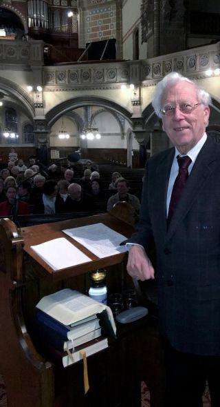 Wolfgang Löhr, Stadtarchivar im Ruhestand, berichtete in der Hauptkirche über die Innere Mission und beschrieb das Wirken des Vereins.